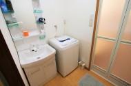 洗面所に洗濯機置き場ができました