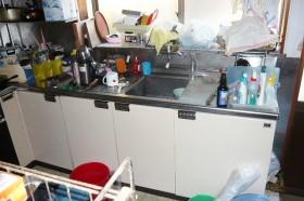 収納スペースの少ないキッチン